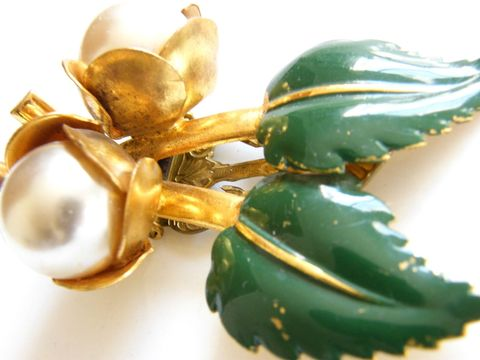 Vintage,Flower,Dress,,Fur,Clip,,Green,Enameled,Leaf,Pearl,Buds,Jewelry,Brooch,dress_clip,fur_clip,large,leaf_and_bud,design,green,enamel,faux_pearl,gold_tone,glass_pearl,flower,vintage,pearl_jewelry,metal,faux,glass,pearl