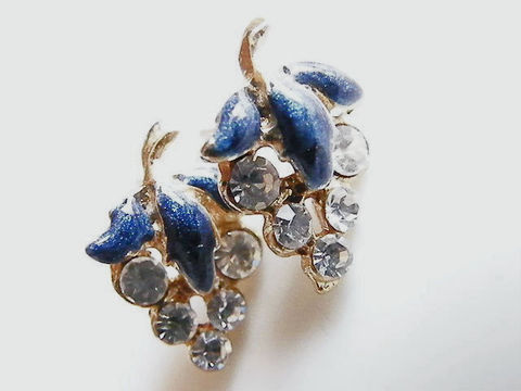 Vintage,Grape,Cluster,Post,Earrings,,Rhinestones,&,Enamel,Post earrings, grape clusters, blue green, teal, grape leaves, crystal rhinestones, white, garden, woodland, gold, enamel, spring, summer