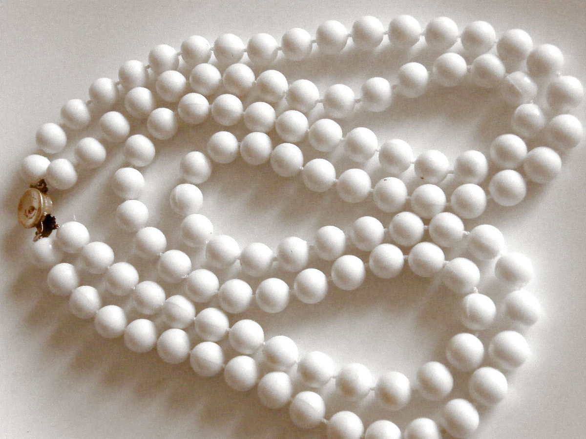 vintage plastic bead necklace white 2 strand signed hong
