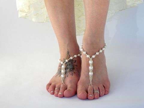 Pearl,Barefoot,Sandals,pearl-barefoot-sandals, pearl-sandals, ivory-pearls, white-pearls, barefoot-sandals, barefoot-beach-jewlery, wedding-jewellry, wedding-sandals, toe-thong, beach-shoes, beach-jewelry, hippie-wedding, bridal-footwear, shoes-for-bride, sandals-for-bride, bar