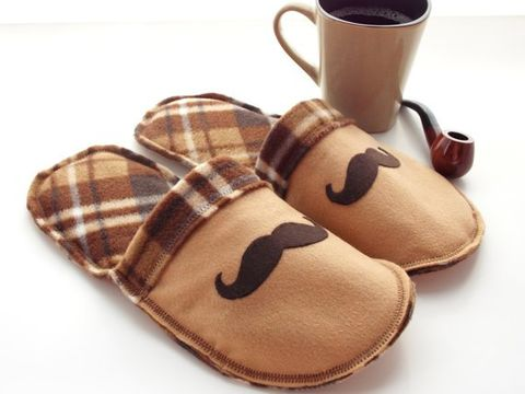 Handmade,Slippers,for,Men,-,Mr.,Mustache,in,Brown,Plaid,felt-slippers, handmade-slippers, mustache, grandpa, fathers-day-gift, gift-for-men, dad, house-shoes, handmade, felt-shoes, scuffs, slippers, slip-on-shoes