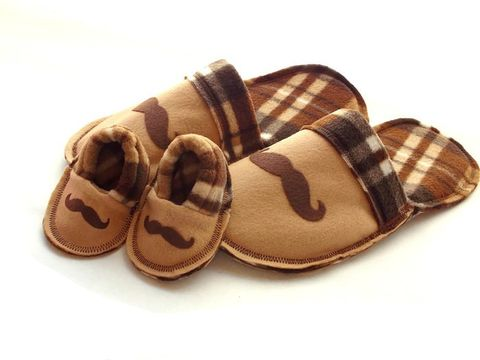 New,Daddy,Gift,Set,-,Slippers,for,Baby,and,Dad,Brown,Plaid,Mustache,baby-gift, new-daddy, gender-reveal, grandpa-gift, baby-shower, baby-boy, baby-booties, felt-slippers, handmade-slippers, mustache, fathers-day-gift, gift-for-men, dad, house-shoes, handmade, felt-shoes, scuffs, slippers, black, gray, grey, slip-on-shoes