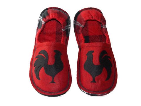 Year,of,the,Rooster,,King,Roost,Men,Slippers,in,Red,,Funny,Gift,for,Guys,men-slippers, king-of-the-roost, rooster-gift-men, chicken-gift-men, men-houseshoes, house-shoes, slippers-men, chicken-farmer-gift, indoor-shoes, red-plaid-slippers