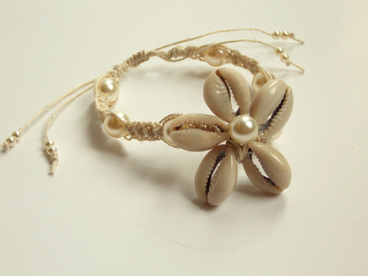 Cowrie Shell Flower Bracelet With Colored Pearls
