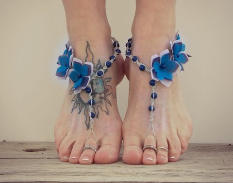 Periwinkle,flower,barefoot,sandals,in,blue,and,purple,barefoot-wedding-sandals, purple-barefoot-sandals, barefoot-sandals, beaded-foot-jewelry, beach-wedding-shoes, flower-sandals, blue-barefoot-sandals, barefoot-jewelry, soleless-foot-jewelry,