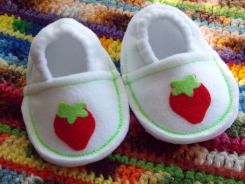 Sweet,strawberry,baby,girl,shoes,,soft,sole,booties,infant-booties, soft-sole-baby-shoes, pre-walker-shoes, crib-shoes, toddler-shoes, house-shoes-baby, baby-slippers, children-booties, strawberry-clothing-girls, strawberry-print, garden-print, infant-shoes, white,