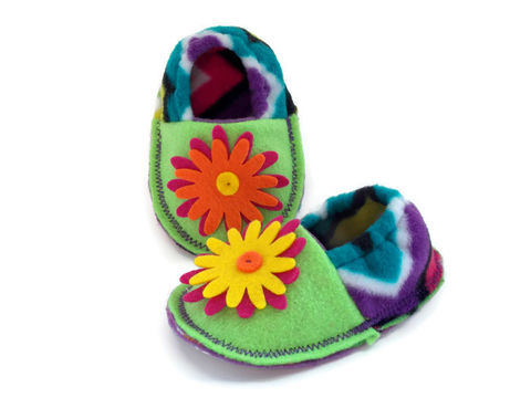 Chevron,print,baby,booties,with,flower,,soft,sole,crib,shoes,chevron-print-baby-shoes, soft-sole-crib-shoes, pre-walker-shoes, infant-baby-booties, felt-booties, baby-girl-shoes, flower-baby-shoes