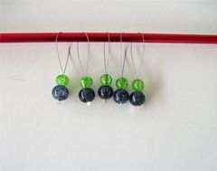 5,Black,and,Green,Knitting,Stitch,Markers,for,Bulky,Worsted,Needles,bulky needle marker, black and green, knitting stitch marker, crackle glass
