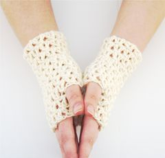 Lace,Fingerless,Glove,Pattern,-,Split,DC,worsted weight yarn, fingerless gloves pattern, crochet fingerless gloves pattern, patterns for sale, stashbuster pattern, one skein pattern, quick project