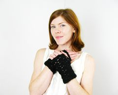 Lace,Fingerless,Gloves,Crochet,Pattern:,Short,Lacy,Shells,gloves,crochet pattern, one skein pattern, fingerless gloves pattern, fingerless gloves crochet pattern, 1 skein pattern, stashbuster pattern