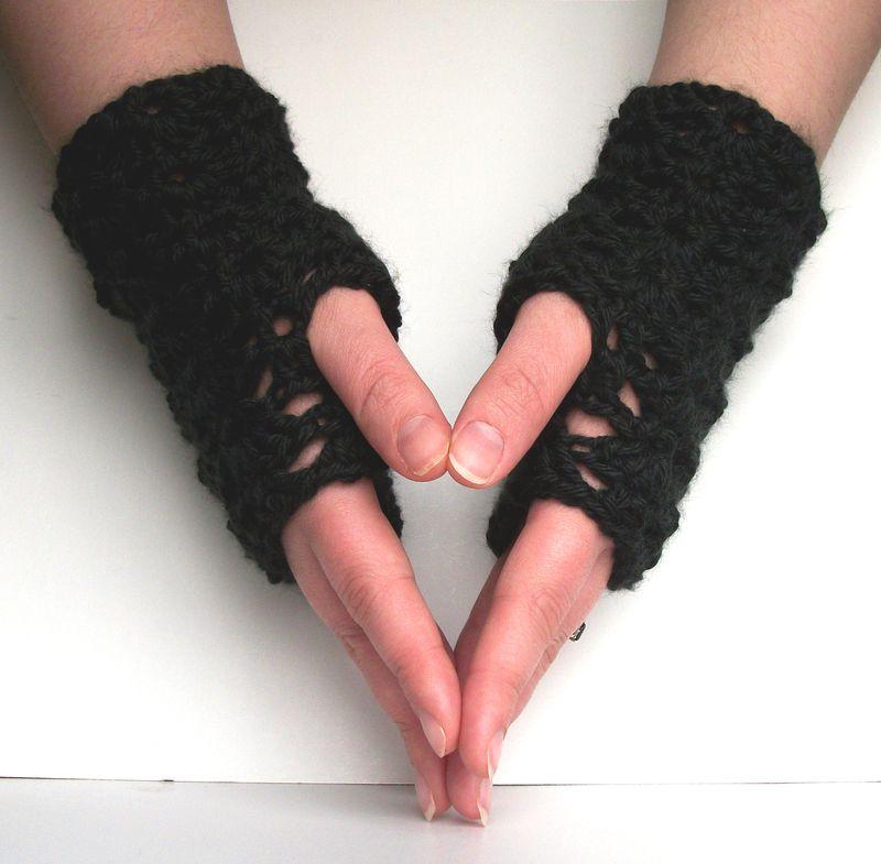 Lace fingerless gloves crochet pattern short lacy shells gloves one