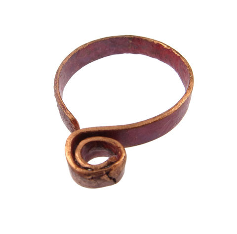 Earth,spiral,ribbon,ring,handmade, hand-forged, one-off, contemporary jewellery, contemporary jewelry, red, pink, transformation, become, unique, Lieta, Marziali, patina, texture, copper, ring