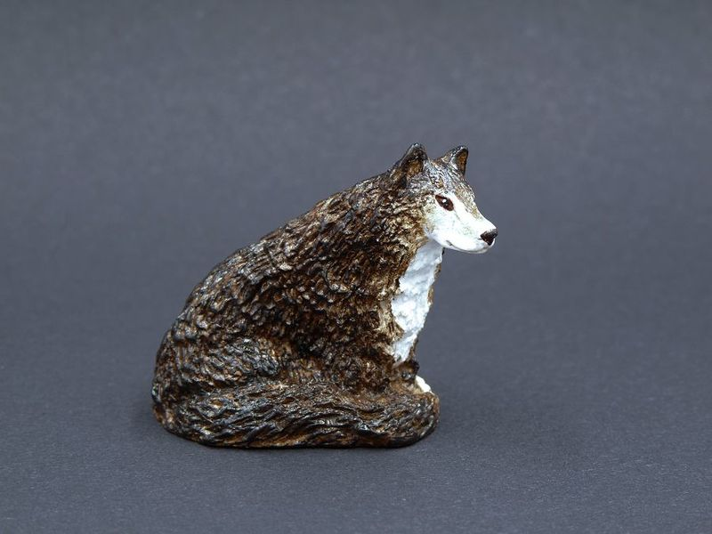 Wolf with long tail - product image