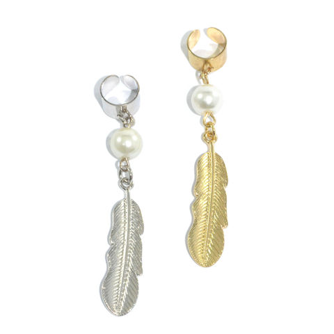 FEATHER,AND,PEARL,EAR,CUFF