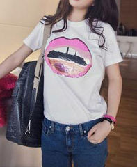 EMBELLISHED,LIP,TEE