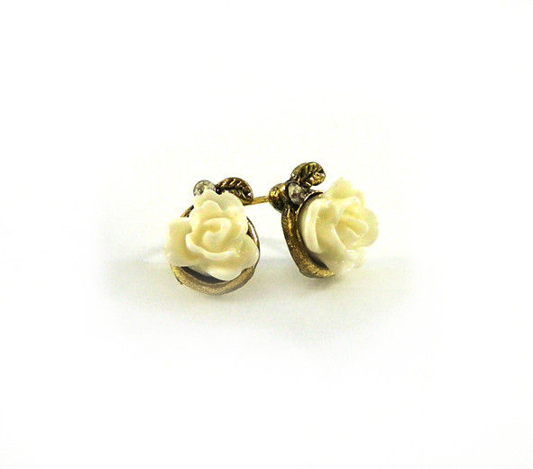 ROSE EAR STUD - product image