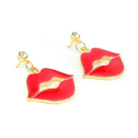 RED,KISSING,LIP,WITH,CRYSTAL,DROP,EARRINGS