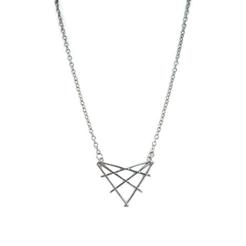 METALLIC,WEAVED,TRIANGLE,NECKLACE