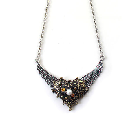 VINTAGE,HEART,WITH,WING,NECKLACE