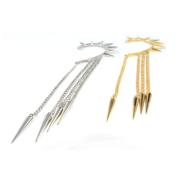 SPIKE WITH CHAIN EAR CUFF - product image