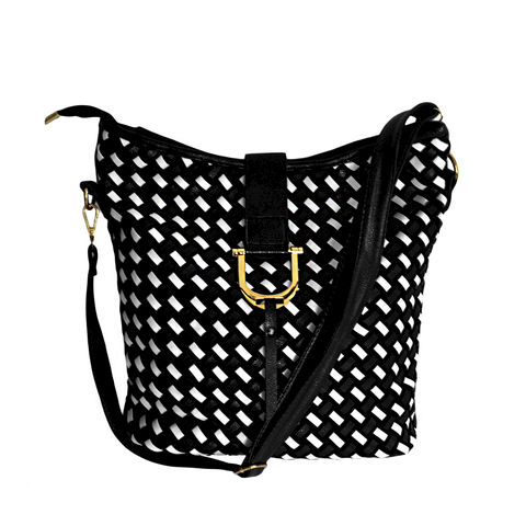 WOVEN,PATTERN,SHOULDER,BAG,111,CROSS PATTERN SHOULDER BAG, BLACK AND WHITE PATTERN SHOULDER BAG, WOVEN PATTERN BAG, BLACK AND WHITE WOVEN PATTERN SHOULDER BAG