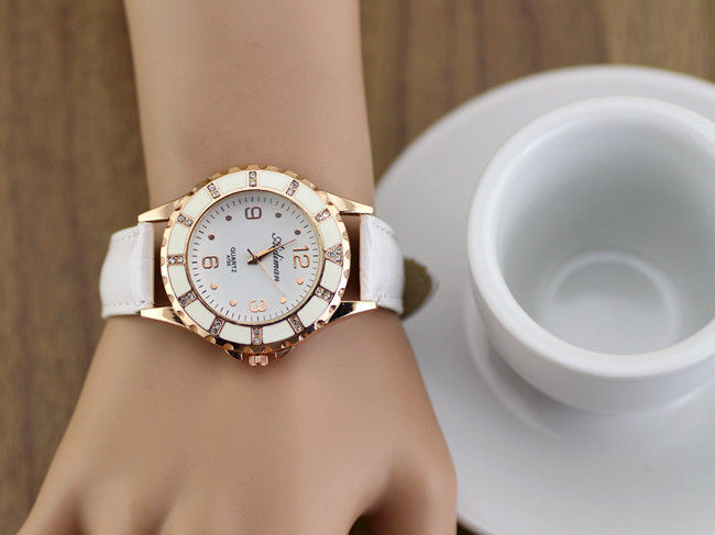 LARGE FACE WITH CRYSTAL WATCH - product image