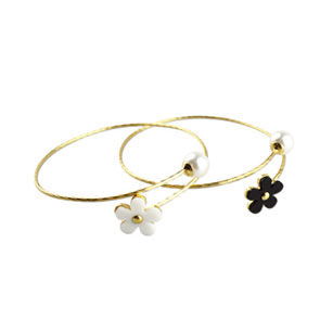 DAISY,WITH,PEARL,BANGLE,DAISY BANGLE, PEARL BANGLE