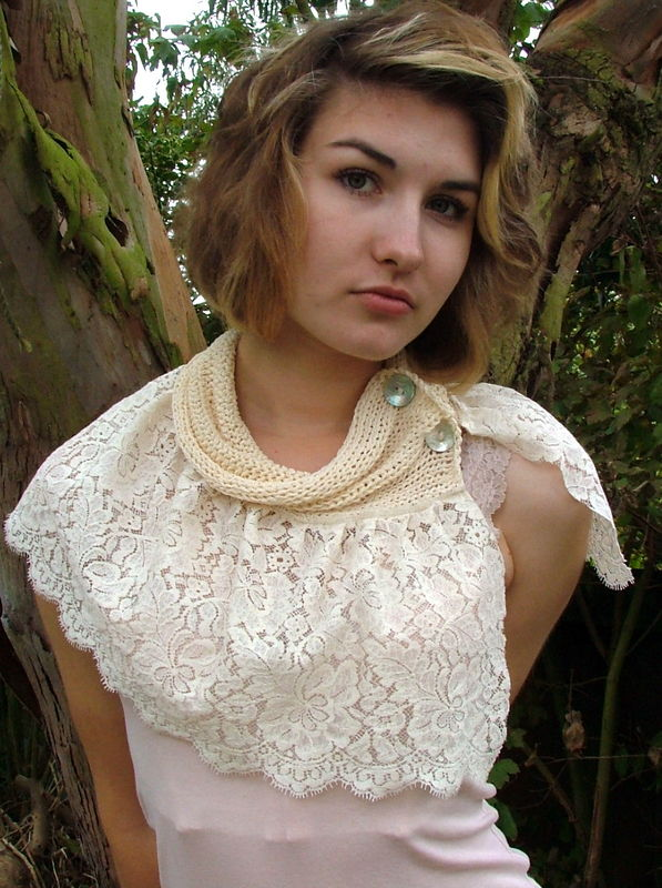 Knitted collar and lace mini capelet - product image