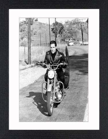 Elvis,Presley,-,09,Picture, Photo, Photograph, Print, Framed Photograph,  Icon, B&W, Black & White, Elvis,  King of Rock and Roll, the King, Elvis Presley, singer, actor, musicals, films