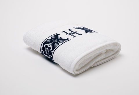 Hand-Embroidered,Personalised,Towel,with,Initial,—,H,personalised gift, hand-embroidered, towel, monogrammed, linen, initial, luxury towel, Trésor, London
