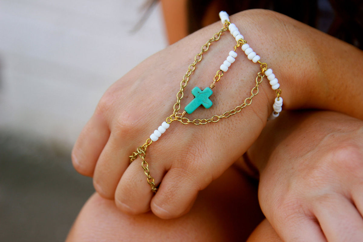 Vintage White Glass Beaded Chain And Turquoise Cross Hand