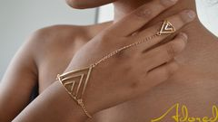 Triangle,Hand,Chain,gold, triangle, hand chain, gold jewelry, gold jewellery, gold hand chain, triangle jewelry, triangle jewellery
