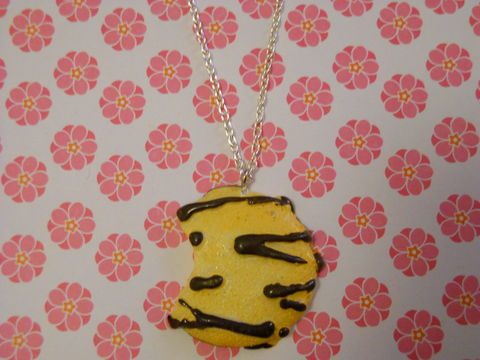 Large,Chocolate,Cookie,Necklace,Super kawaii food large half eaten cookie biscuit with chocolate icing pendant silver gold necklace chain cute pendant