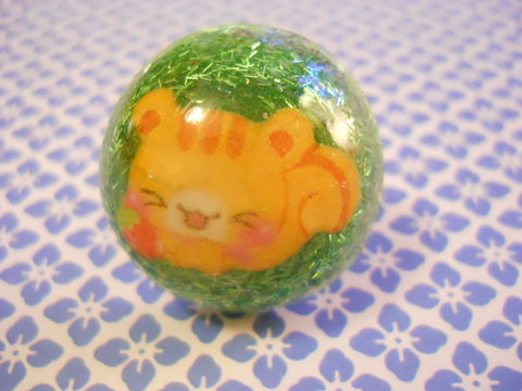 Sleeping,Cats,on,Grass,Ring,harajuku Dome shaped resin filled with green glitter strands, decorated with a kawaii sleeping cat on a nickel free adjustable ring base.