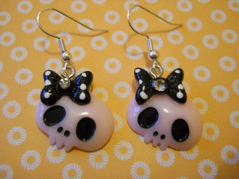 Pink,and,Black,Skull,Earrings,harajuku kawaii Funky shiny black light pink skull faces wearing bows with diamanté rhinestone on drop earrings.