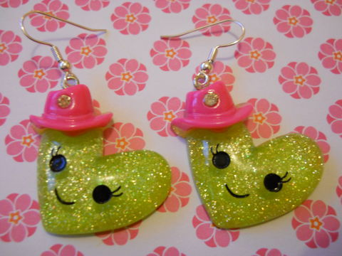 Green,Heart,Hat,Earrings,harajuku kawaii green heart-shaped smiley faces wearing diamanté decorated hats on drop earrings.