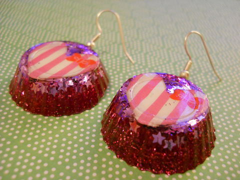 Pink,Stars,and,Stripes,Wagashi,Resin,Earrings,harajuku kawaii wagashi silver pink white stars stripes bow striped sparkly glitter resin rice seaweed onigiri sushi roll japanese food silver plated drop earrings