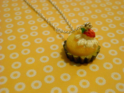 Yellow,Cupcake,Necklace,Super kawaii gateau food yellow cupcake cake topped with a strawberry pendant silver gold necklace chain cute pendant