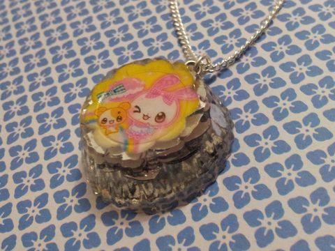 Super,Shiny,Silver,LoveHeart,Glitter,Round,Kawaii,Cat,Necklace,Unbelievably sparkly and eye-catching circular resin necklace pendant filled with super shiny silver heart-shaped glitter and also featuring a pink kawaii cat and little kawaii bear image inside. pendant silver gold necklace chain cute pendant