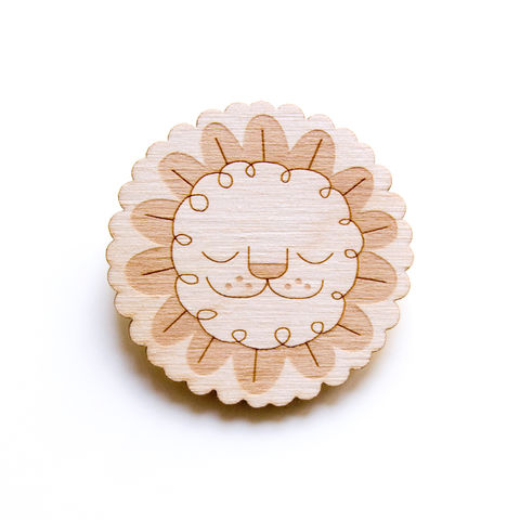 Leaf,Lion,-,Wooden,Badge,/,Pin,Brooch,Accessories
