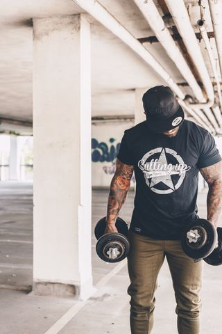 BLACK,BROKEN,STAR,T-SHIRT,T-shirttee,gym top,gym t-shirt