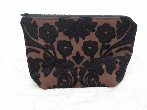 Jaelle,make_up_bag, zippered_bag,