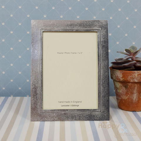 Pewter,'raised,line',7x5,frame,by,Lancaster,&,Gibbings,raised line, handmade, hand crafted, wedding, pewter, frame, photo frame, picture, Lancaster & Gibbings, Britain, British, Made in UK, Made in Britain, England, English, British made