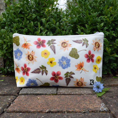 Floral,oilcloth,makeup,bag,by,Bramley,Products,Bramley products, handmade, made in Britain, make up, makeup, makeup bag, make up bag, toilet bag, toiletries, British made gift, made in UK