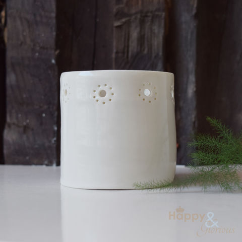 Porcelain,daisy,chain,tealight,candle,holder,by,Luna,Lighting, daisy chain, ivory, hand crafted, handmade, wedding, gift, porcelain, tea light, votive, candle, holder, candleholder, Luna Lighting, Luna, Anna Perring, London, British, Made in UK, Made in Britain
