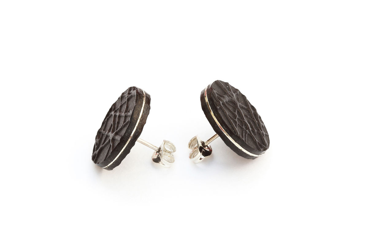 'Double-Faced' leather stud earrings - black and silver 15mm - product image