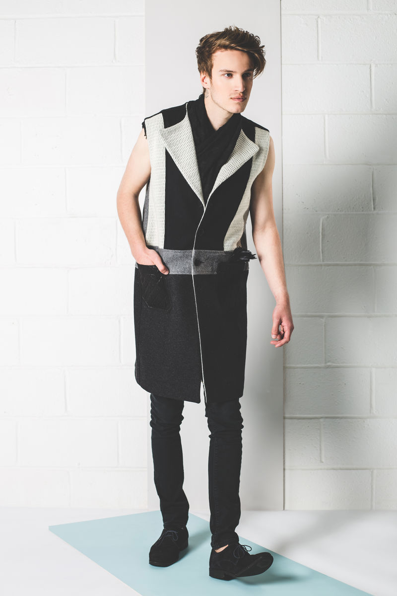 WOOL PATCH WORK SLEEVELESS COAT - product image