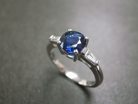 Blue,Sapphire,Diamond,Ring,Jewelry, Ring, Gold, 3 stone ring, anniversary, Three stones ring, wedding diamond ring, diamond wedding ring, engagement ring, blue sapphire ring, wedding diamond, diamond ring, blue sapphire, diamond