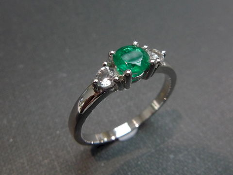 Emerald,&,White,Sapphire,Ring,Jewelry  Ring  anniversary  prong set  Classic ring  Three stones ring  three stone ring engagement ring  white sapphire ring  wedding ring  wedding  personalize ring  sapphire ring custom made ring  emerald