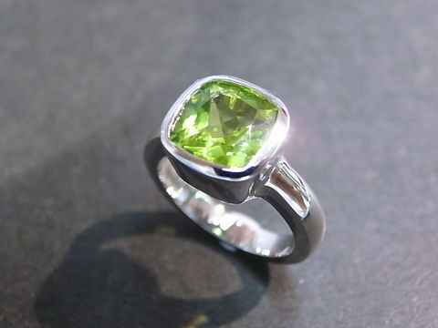 Cushion,Peridot,Engagement,Ring,Jewelry  Ring  bridal gift  wedding band  wedding ring  anniversary  engagement ring custom made ring  precious stone  semiprecious stone  cushion cut  classic ring  peridot ring 14k white gold  green gemstone